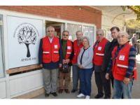 Ayvalık'ta Türk Kızılay'ından Şefkatli Ellere anlamlı ziyaret
