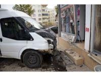 Öğretmenleri taşıyan servis minibüsü kaza yaptı: 10 yaralı