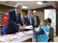 Demirkol, çocuklara kitap dağıttı