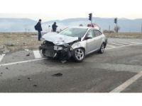 Kargı'da otomobil kamyonla çarpıştı: 1 yaralı