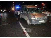 Hafif ticari araç yayalara çarptı: 2 yaralı