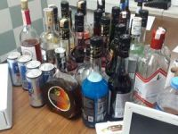 Çöp kovasında içki hırsızlığı