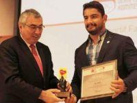 Milli güreşçi Taha Akgül'e büyük onur