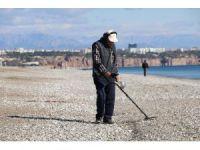 Antalya'da dünyaca ünlü sahilde define avı