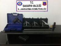 Kuru sıkı tabancaları gerçek tabancaya dönüştüren şahıs yakalandı