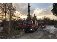 Terk edilmiş prefabriklerdeki yangın itfaiye ekiplerince söndürüldü
