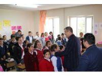 Çivril Belediyesinden öğrencilere diş seti