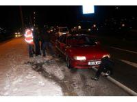 Buzlanan yollar zincirleme kazalara neden oldu