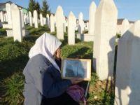 """Bosnalı şehit yakınları: """"Hollanda da sorumlu"""""""
