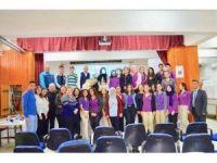 Düzce Üniversitesi öğretim üyesi liselilerle buluştu