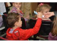 İlkokul öğrencilerine diş macunu dağıtıldı