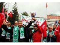 Dünya şampiyonu güreşçi Fatih Cengiz, memleketinde coşkuyla karşılandı
