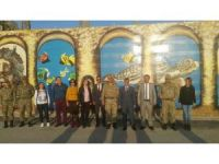 Karakol duvarları, kentin kültürü ve milli değerlerle süslendi