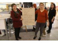 Kadınların 25 Kasım standına yoğun ilgi gösterdi