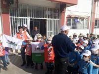 Yavru tema gönülleri okul çevresinde çöp topladı