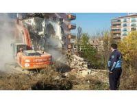 Pursaklar'da metruk yapılar yıkıldı