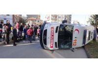 Ambulans otomobille çarpıştı: 5 yaralı