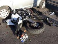 Otomobille çarpışan motosikletin sürücüsü ağır yaralandı