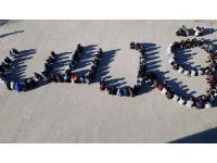 """Öğrenciler, ABD'ye tepki için okul bahçesinde Arapça """"Kudüs"""" yazdı"""