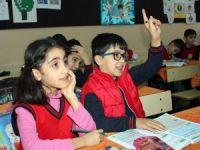 10 yaşındaki Mehmet, ikiziyle okula gitme mutluluğunu yaşadı