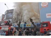 Dekorasyon dükkanı alev alev yandı