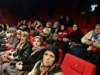 Köylü kadınlar ilk kez sinemada film izledi