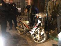 Çaldıkları motosiklet ile kaçarken kaza yaptılar, 2 yaralı