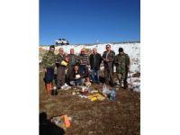 Nesli tükenmekte olan Saka kuşunu avlayan 3 kişi yakalandı