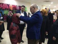 Beykoz Belediyesi'nden çocuklara kışlık kıyafet yardımı