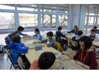 Üstün yetenekli çocuklar GO oynayarak kendilerini geliştiriyorlar