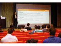 AGÜ'de Mezun Adayı Öğrencilere CV Hazırlama Semineri