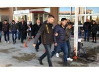 İş vaadiyle kandırdıkları Afganlıları gasp eden şüpheliler tutuklandı