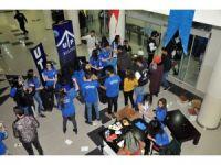 Öğrenciler konsere 10 mavi kapak getirerek girdi