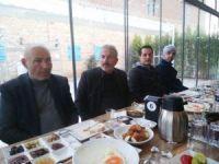 Burhaniye'de MHP ilçe teşkilatı kahvaltıda bir araya geldi