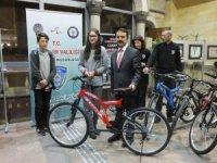 Nevşehir Emniyet Müdürlüğü başarılı öğrencilere bisiklet hediye etti