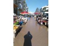 Sandıklı'da semt pazarını sel bastı