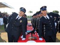 Başkan Özakcan, polislerin mezuniyet heyecanına ortak oldu