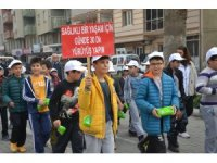 Saruhanlı'da öğrenciler sağlıklı yaşam için yürüdü