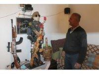 Emekli Memur ceviz ağacından Ömer Halisdemir heykeli yaptı