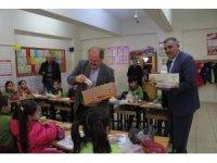 Wuppertal Kütahyalılar Derneği'nden Şaphane İlkokulu'na kırtasiye yardımı