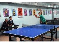 Belediye personeli masa tenisiyle stres attı