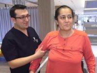Felç ve kanser teşhisi konulan kadın robotik rehabilitasyonla yürümeye başladı