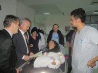 İl Sağlık Müdürü Öğütlü'den, ambulans kazası yaralılarına ziyaret
