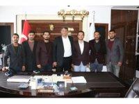 AK Partili gençler Başkan Ayhan'ın yanında