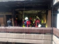 Topkapı'da iş merkezinde çıkan yangın paniğe neden oldu