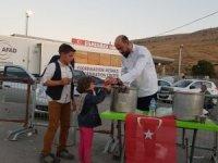 Uşaklı aşçılardan Suriyeli savaş mağdurlarına çorba ikramı