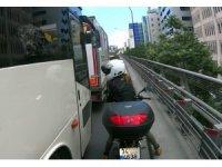 Kadın motosikletliden otobüs şoförüne yumruklu tepki