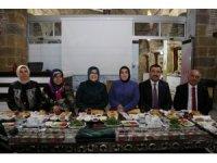 Niğde Belediye Başkanı Özkan, kadın kolları üyeleriyle bir araya geldi