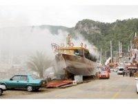 Fethiye'de bakıma alınan teknede yangın