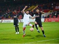 TFF 1. Lig: Balıkesirspor Baltok: 0 - Gazişehir Gaziantep: 0 (İlk yarı)